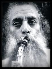 O saxofonista (Zanini H.) Tags: street city portrait people bw music retrato pb sax saxman aplusphoto megashot zaninih artofimages siyahbeyazdüşler