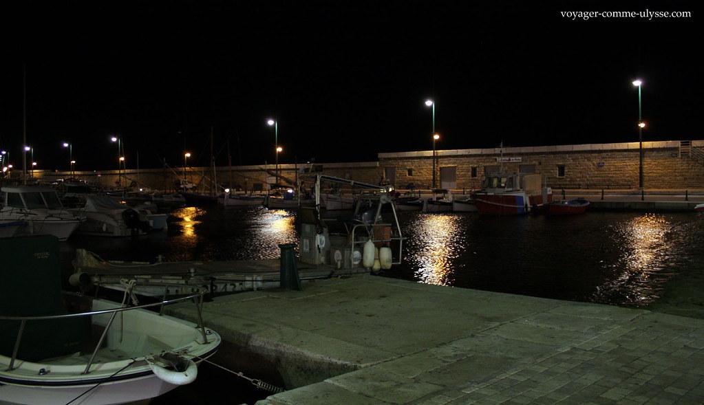 Na ponta do porto, já tudo parece mais usual
