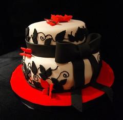 Mariposas (Mariana Pugliese) Tags: blanco cake hojas rojo negro mariposas torta moño 241543903 marianapugliese