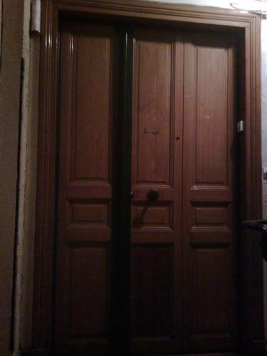 door to 5f, villa guelma, paris