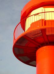 Eckernfrde / Egernfjord / Lighthouse (balzerowitz) Tags: light red sky sun lighthouse white detail sol metal architecture licht construction steel himmel balticsea architektur handrail ro rd lys sonne metall ostsee eckernfrde schleswigholstein balustrade stahl konstruktion gelnder weis leuchturm egernfjord