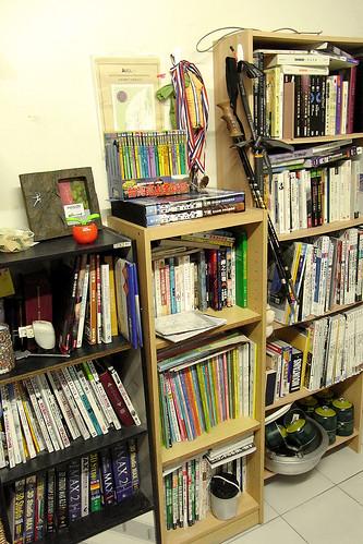 把書櫃搬在一起