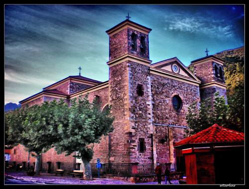 Iglesia de San Vicente (Potes) por witzerluxe.