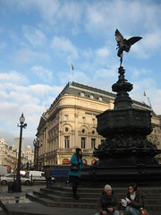 Anteros or Eros? (DameBoudicca) Tags: charity uk inglaterra england people cloud london fountain statue angel waiting traffic god unitedkingdom britain eating circus ange ad steps piccadilly regentstreet lord junction piccadillycircus eros lamppost angleterre earl 1910 angelo engel estatua statua regnounito advertisment tailor shaftesbury 1893 1626 inghilterra reinounido 1892 1819 ngel grossbritanien theatreland staty roadjunction royaumeuni ngel anteros angelofchristiancharity storbritannien shaftesburymemorial robertbaker anthonyashleycooper mygearandme mygearandmepremium
