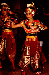 Bali Dancers / Balinese Dance - Accomplished (Dominic's pics) Tags: bali orange yellow indonesia gold golden dance costume dancers traditional culture slide scan event filter transparency 1998 noise hindu performer dharma canoscan accomplished balinese agama seriousexpression reducenoise balinesedance 8800f agamahindudharma