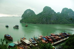 Ha Long bay  (Melinda ^..^) Tags: cruise sea storm water rain dark hills vietnam mel thunderstorm melinda raining boattrip halong halongbay   ysplix chanmelmel