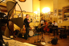 waitin' for the sax (effevu) Tags: jazz session jam batteria comacchio ventilatore sassofono contrabbasso leggio cantinon filicorno