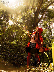 Little Red Riding Hood (Nika Fadul) Tags: trees light red sun mist fairytale forest magic littleredridinghood bosque flare dreamy scared flares gois itumbiara monicafadul nikafadul chapuzinhovermelho queridinhasdanika