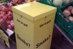 (larskflem) Tags: point stand empty free cardboard sample arrow taste smake hereyouare smaksprve vrsgod