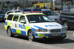 Swedish Police TYO604 (Howard_Pulling) Tags: volvo sweden stockholm police swedish policecar polis volvoestate swedishpolice stockholmpolice