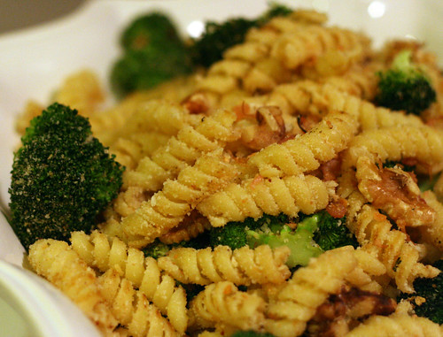 Lemony Pasta with Broccoli, Walnuts, and Breadcrumbs