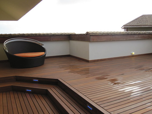 Second roof deck with a sun bed.