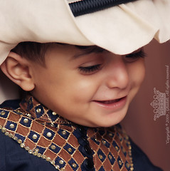 """    (Queen333"" ) Tags: baby smile canon eos is costume flash handsome ii saudi l ef f4 580ex  faisal splendor  ghutra  speedlite         24105mm 450d   3qal"