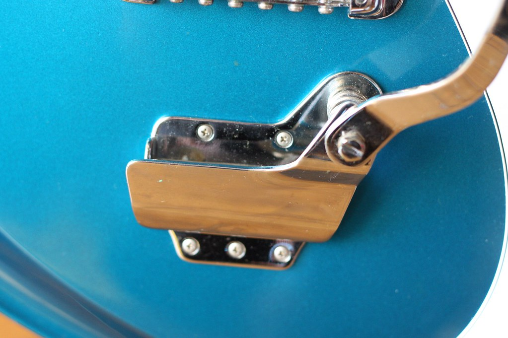 the world s most recently posted photos of bizarreguitar flickr teisco sp 62 tremolo unit osamu ito tags bridge electric vintage