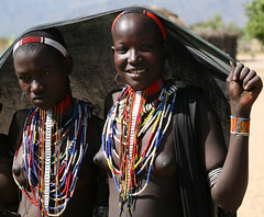 Arbore girls (Ingiro) Tags: africa girl river african fiume valle valley tribes ethiopia tribe omo etiopia ingiro arbore i500 interestingnes394