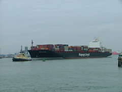 Dublin Express (Yorkshire's Finest) Tags: container containership buoy hapaglloyd buoyant