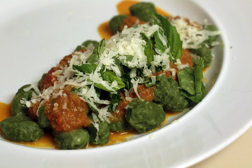 Confident Kitchen » Spinach gnocchi with simple red sauce