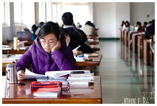 读书: 南京师范大学 (At the Library) 2