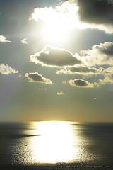 tramonto (Emanuele Bonifacio) Tags: tramonto nuvole mare liguria colori riflessi controluce