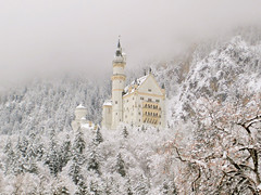 Neuschwanstein Castle (Luiz Pires) Tags: neuschwanstein castle winter bavaria top20bavaria schloss snow wonderland fairytale magical germany fssen hohenschwangau vacation beautiful snowwhite brancadeneve tourist waltdisney disney breathtaking chateux castello castelo bayern neve myflickr contodefadas contedefe cuentodehadas prince princess queen king principe princesa rei rainha knig koenig knigin koenigin prinz prinzessin reina mrchen contodefada fiaba fada magic magica magie reine roi roine rey principessa deutschland