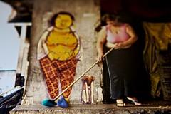 coeur (Ana Luz) Tags: street city cidade portrait wall lady graffiti heart outdoor sopaulo corao rua analuz montagem massinha vassoura massademodelar varrer