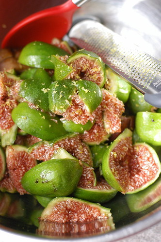 figs ready to be made into jam