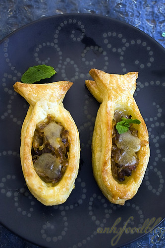 Home-made Vols-au-Vent (with caramelised onion filling)