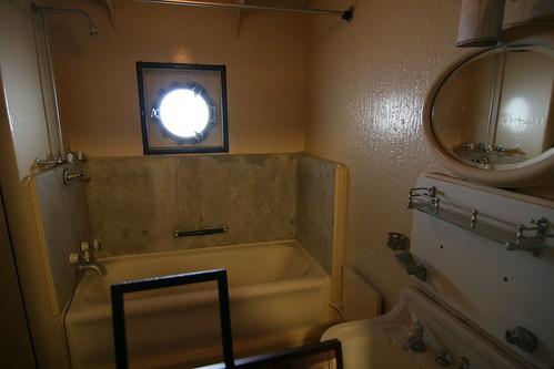 一等客室的廁所 by RafaleM