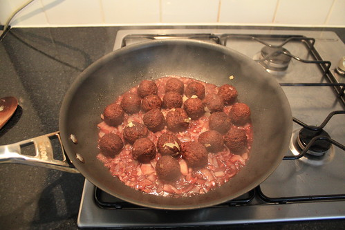 Redwoods Vegan Meatballs in red wine