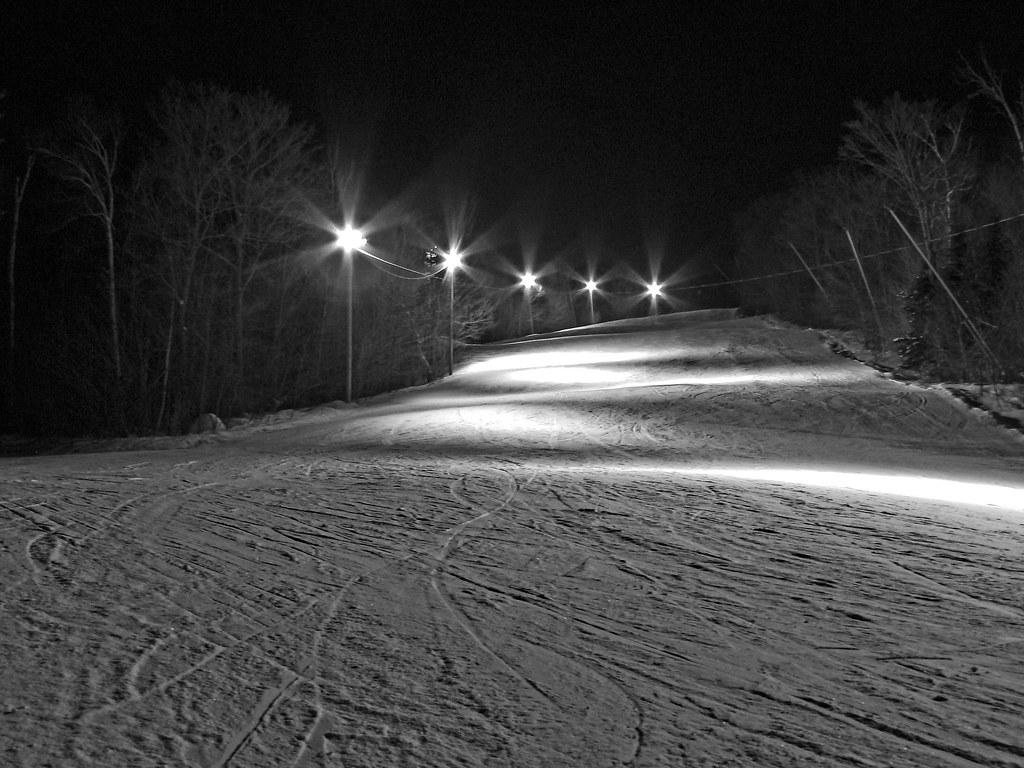 Un soir d'hiver sur les pentes enneigées