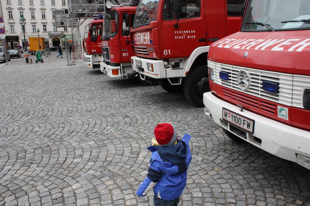 Vorbei an der Feuerwehrzentrale