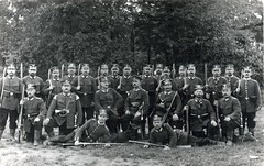 Bavarian Landsturm Pioniere with rare Model 1865/71 Pionierfaschinenmesser bayonets ( drakegoodman ) Tags: postcard rifle moustache worldwarone soldiers ww1 nco greatwar pioneer firstworldwar worldwar1 reservist bayonet mauser germansoldiers rppc landsturm jackboots feldpost troddel gew88 wachstuchmtze schtzenschnur