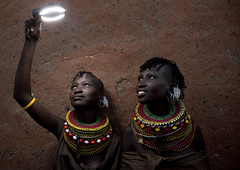 Playing with light with Turkana women - Kenya (Eric Lafforgue) Tags: africa portrait people face beads kenya african flash culture tribal human tribes bead afrika remote tradition tribe ethnic tribo visage afrique ethnology tribu eastafrica turkana beadednecklace qunia 7183 lafforgue ethnie  qunia    beadsnecklace kea    a