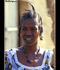 135-Presumida. (Ambrispuri) Tags: africa portrait woman color colors look mujer retrato tribal tradition mali ethnic mirada fulani adornos pendientes ambrispuri escarificaciones