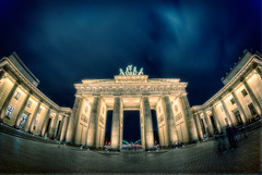 Brandenburger Tor (ill-padrino www.matthiashaker.com) Tags: berlin monument night germany gate nightshot sony fisheye 300 tor alpha 8mm brandenburger hdr a300 samyang