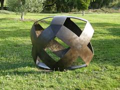 2007-12-23-Stoneleigh-2007-10-02-XY Factor (russellstreet) Tags: newzealand sculpture auckland nzl manukau aucklandbotanicalgardens marteszirmay sculpturesinthegarden2007 stoneleighsculpturesinthegarden2007 xyfactor