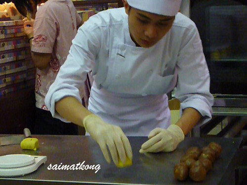 The making of shanghai mooncake