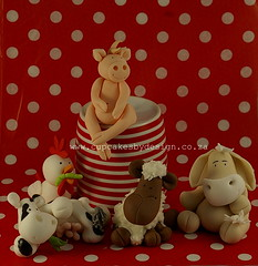 Farmyard cake toppers! (Dot Klerck....) Tags: horse chicken cake pig cow sheep capetown dot figurines fondantmodelling cupcakesbydesign farmyardanimales