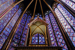 La Sainte-Chapelle, Chapelle haute, Paris, France 2009 (Baloulumix) Tags: voyage paris france color art history church french photography photo julien photographie postcard bleu beaut vitrail histoire  francia glise 2009 couleur beau postacard tourisme  pars saintechapelle  photographe vitraux    cartepostale              chapellehaute   colorphotoaward frpix thebestofday gnneniyisi baloulumix     fourniol  fournioljulien julienfourniol
