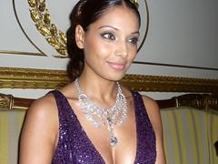 Bipasha (srkL) Tags: wallpaper smile bollywood beautifull basu bipasha