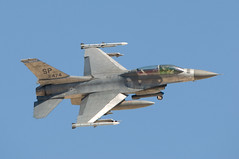 "lockheed martin f-16d fighting falcon (Matt ""Linus"" Ottosen) Tags: las vegas red airplane nikon fighter force martin g"