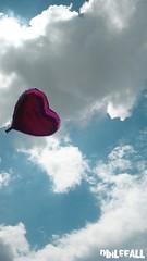 Balão (dihleeall) Tags: sky heart air balão coração corazon balon