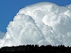 El cielo caerá sobre nosotros (.Bambo.) Tags: blue sky azul cielo nubes requiem montaña música mozart clous diesirae specnature