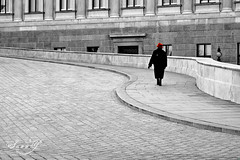 The lady with the red hat (Pink Pixel Photography (f.k.a. Sunny)) Tags: vienna wien sterreich streetphotography redhat selectivecolouring autria sigma1770mm canoneos400d