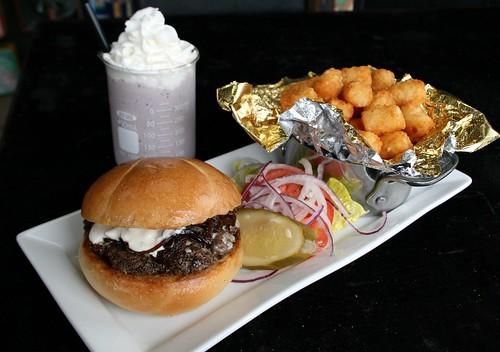 Lunchbox burger