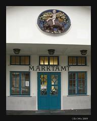 Wien Naschmarkt Marktamt 2008-10 (Klasse im Garten) Tags: vienna wien ceramics kind blume oval naschmarkt fassade bär jugendstil 1040 korb keramik entree majolika verzierung marktamt friedrichjäckel