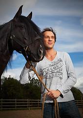 Jose Carlos Pereira (Lus Coelho) Tags: portrait horse color television canon actor 5d cavalo televiso novela cr joscarlospereira