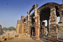 India New Delhi _D7C2023 (youngrobv) Tags: india geotagged nikon asia minaret unescoworldheritagesite gps fx complex qutub minar n1 bharat newdelhi qutb qutab uttarpradesh  0812 robale hindustan alaidarwaza supersix d700    youngrobv 2470mmf28g solmeta alaigate  d7c2023