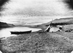 Home guard on the Columbia River (OSU Special Collections & Archives : Commons) Tags: oregon canoe columbiariver mthood nativeamericans flickrhome oregonbasin oregon150 hoodbasin giffordphotographiccollection dc:identifier=archives723