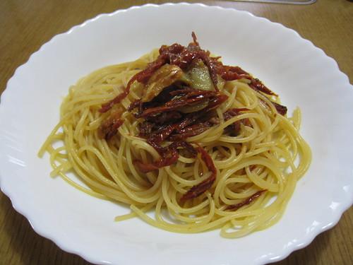 ドライトマトとアンチョビのスパゲティ